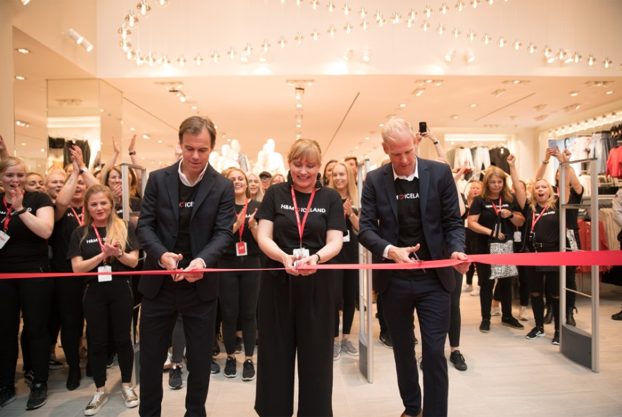 The store opening was highly anticipated with locals queuing from to get  the first glimpse of the new shopping experience and the extensive fashion  ... 3c6c6dfbbddff
